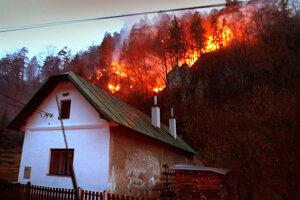 Rok 2007 - ohnivé peklo medzi Starými Horami a Donovalmi.