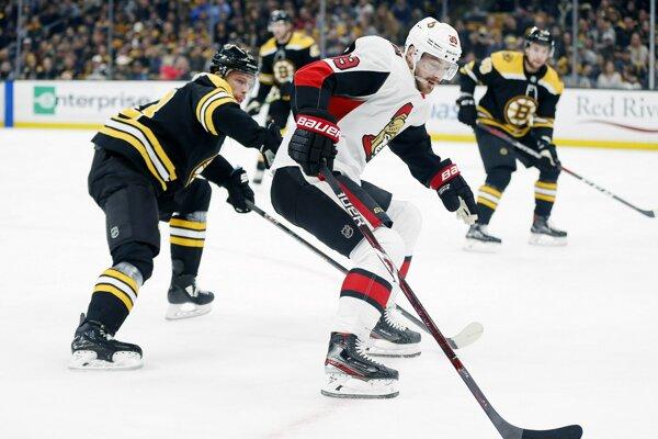 Mikkel Bödker (uprostred) v zápase proti Bostonu Bruins.