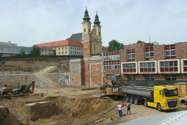 Keď začali stavať nový Orbis v centre mesta, poplatok za rozvoj ešte v Nitre neexistoval.