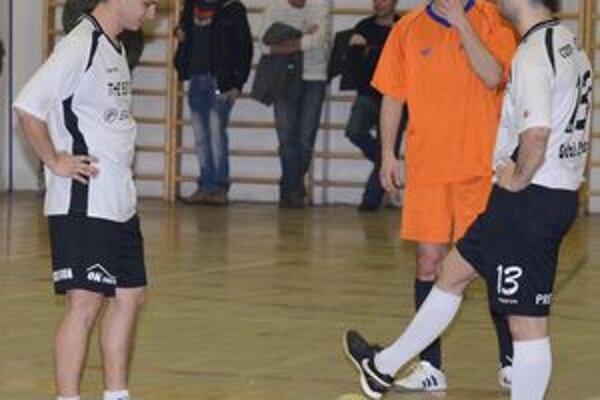 Zápasy tentokrát rozhodoval len jeden arbiter, mužstvá to však nezneužili a prezentovali sa fair play hrou.