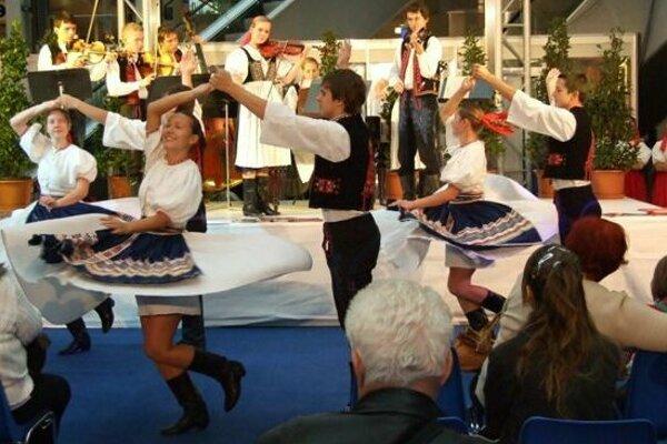 Vystúpi aj folklórny súbor Trenčan.