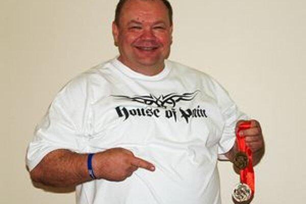 Peter Mihály s ďalšími cennými trofejami.
