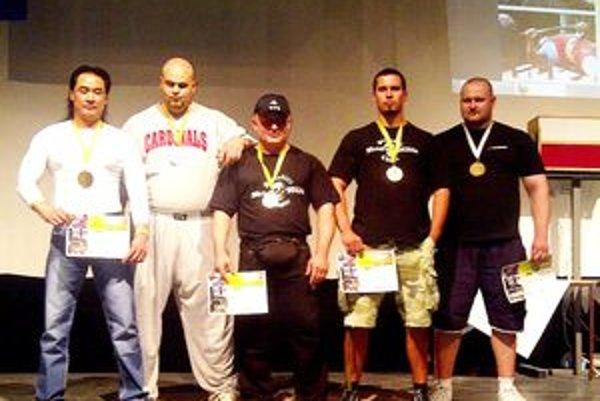 Medailisti - zľava: Tam Nguyen, Milan Šuľan, Marian Kamenský, Miroslav Drugda a Marián Bombala.