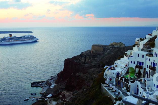 Costa Fascinosa pri gréckom ostrove Santorini