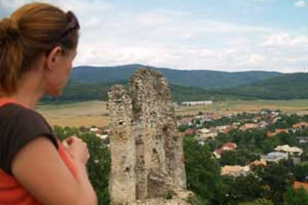 Hrad je voľne prístupný verejnosti.