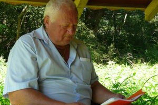 Jozef Pupala patrí k nadšencom minerálnej vody v Čiernom Potoku.