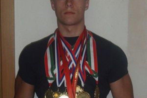 Úspešný armwrestler z Kokavy nad Rimavicou Ján Vojenčák.