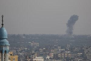 Izrael zaútočil na militantov v Pásme Gazy po tom, ako na juh krajiny predchádzajúci deň vystrelili najmenej 600 rakiet.