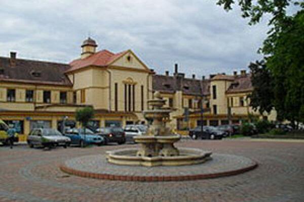 Poslanci mestského zastupiteľstva schválili vyrovnaný rozpočet na rok 2013 na úrovni 11 627 981 eur.
