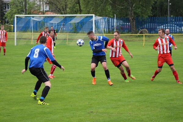 Horňany (v modrom) doma bojovali o body proti Drietome.