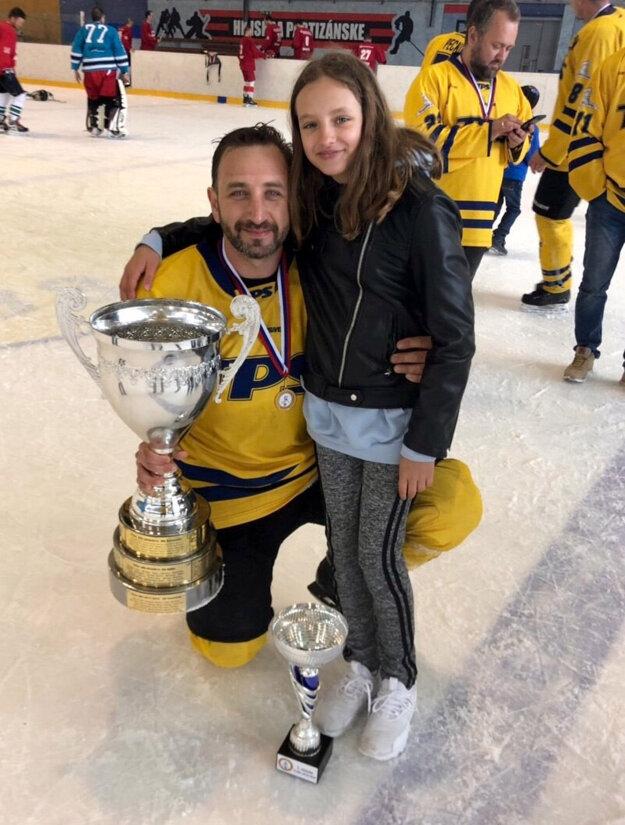Kapitán mužstva Martin Chovanec sdcérou.