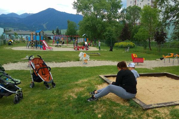 V Liptovskom Mikuláši niekto zámerne ničí detské ihriská.