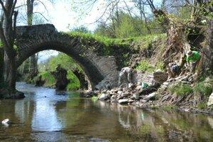 Historickému mostu v Maši dali ľudia prívlastok turecký.