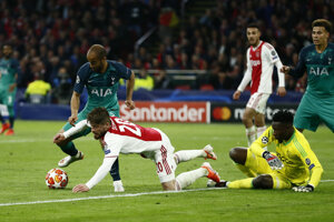 Lucas Moura počas zápasu Ajax Amsterdam - Tottenham Hotspur.