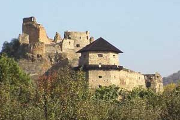 Fiľakovský hrad, ktorý patrí medzi kultúrne pamiatky, sa dočká opravy.