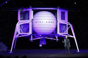 Jeff Bezos pred lunárnym landerom Blue Moon.