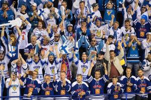 Fanúšikovia Fínska v zápase proti Kanade na MS v hokeji 2019.