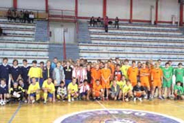 Agentúra Nolis zorganizovala v športovej hale na Výstavisku v Lučenci turnaj pre žiakov a dospelých.