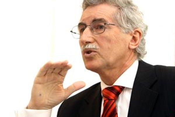 Župan Milan Murgaš zmluvy o výkone správy majetku nemocníc od začiatku označoval za nevýhodné pre kraj a aj za neplatné. K poslednému rozsudku sa odmietol vyjadriť.