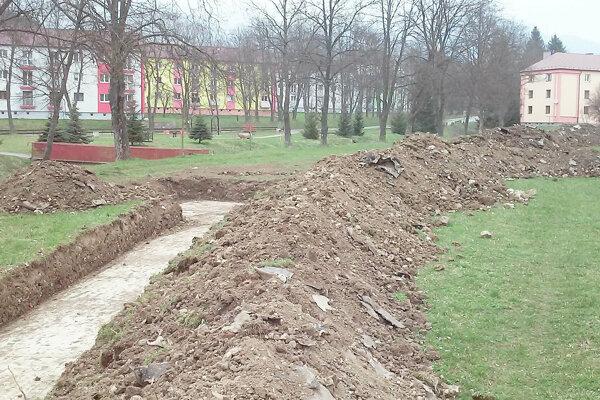 Rozkopané sídliská sú súčasťou rekonštrukcie.