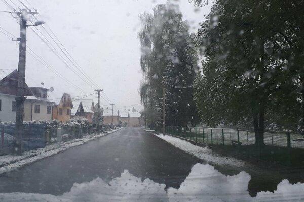 Takto to vyzeralo dnes ráno v Jakubovanoch.