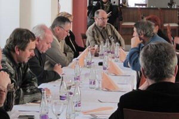 V Lučenci sa dnes stretli starostovia obcí z okresov Lučenec a Poltár.