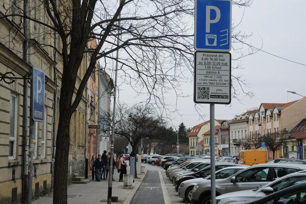 Parkovisko v centre Trenčína.