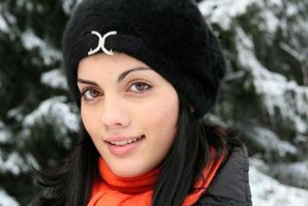 Erika Kováčová sa teší na fotenie.