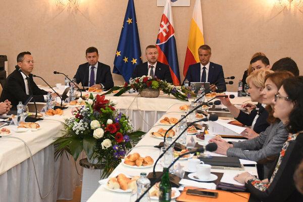 Výjazdové rokovanie vlády v Hanušovciach nad Topľou.