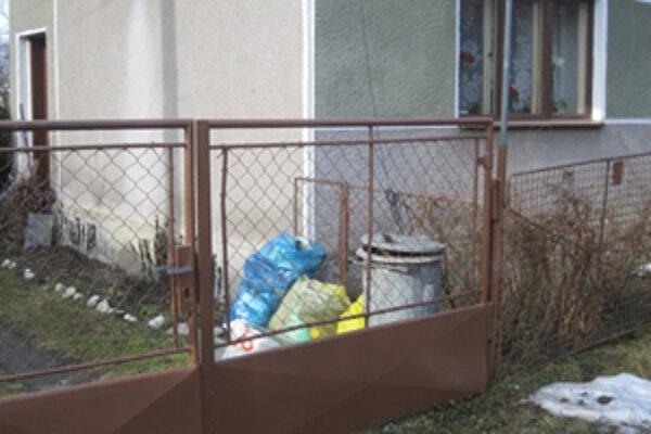 Na separovanie odpadu sa používajú aj plastové vrecia.