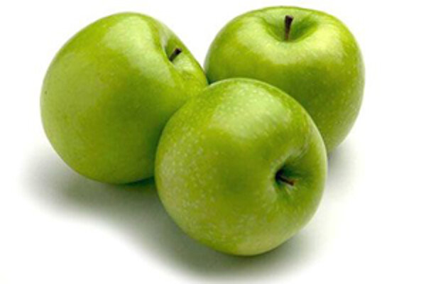 Školáci zo ZŠ P. Dobšinského v Rimavskej Sobote dostávajú jablká od triednych učiteliek každý deň.