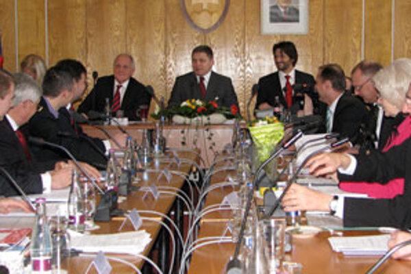 Nedávne výjazdové zasadnutie vlády v Starej Ľubovni. Hlavným bodom rokovania ministrov na Obvodnom úrade v Starej Ľubovni bola podpora cestovného ruchu.