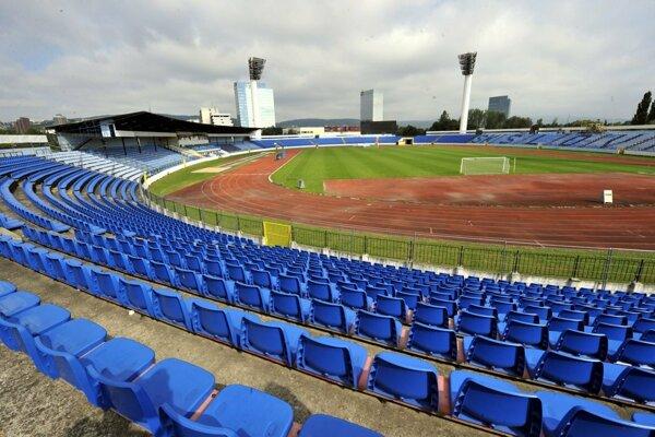 Futbalisti Serede budú v sobotu doma v Bratislave.
