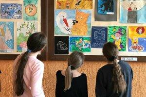 Práce deti pútajú aj motivujú.