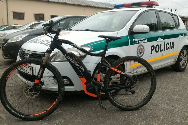 Ukradnutý elektrobicykel policajti rýchlo našli.