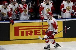 Dmitrij Orlov (vpravo) oslavuje gól v zápase Lotyšsko - Rusko na MS v hokeji 2019.