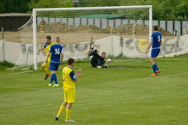 Úvodný gól Turáka zKováčovej na konci prvého polčasu súboja sPliešovcami.