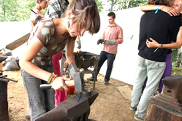 V letnom tábore Letavy sa stretávajú ľudia, ktorí majú k umeniu blízko, ale nie sú profesionálni umelci.