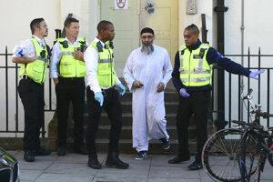 Aj po prepustení z väzenia ostáva Choudary pod neustálou kontrolou.