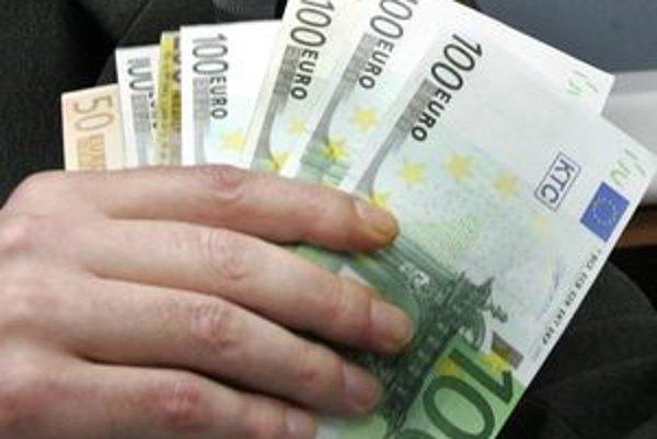 Škoda, ktorú pracovníci daňových úradov svojím konaním spôsobili, bola vyčíslená na viac ako 134 - tisíc eur.