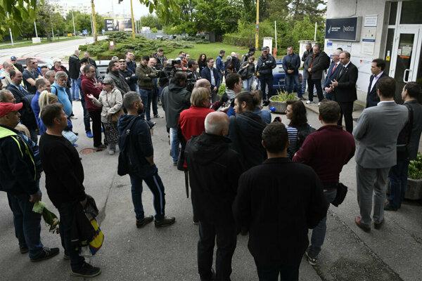 Minulotýždňové stretnutie odborárov a zamestnancov s vedením mesta.