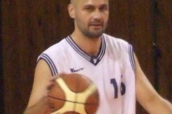 Hrajúceho trénera Michala Tarabusa teší, že medzi jeho zverencami zostali len tí mladí hráči, ktorí majú naozajstný záujem o basketbal.