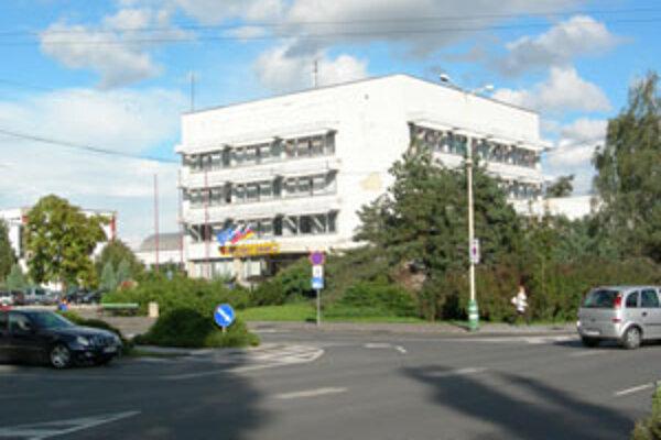 Mestské zastupiteľstvo v Lučenci schválilo na nasledujúce volebné obdobie počet 25 poslancov.