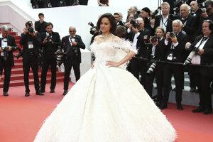 Herečka Michelle Rodriguez pózuje fotografom počas príchodu na premiéru filmu Once Upon a Time in Hollywood'
