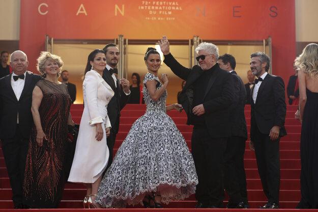 Herečka Penelope Cruz spolu s režisérom Pedrom Almodovarom.