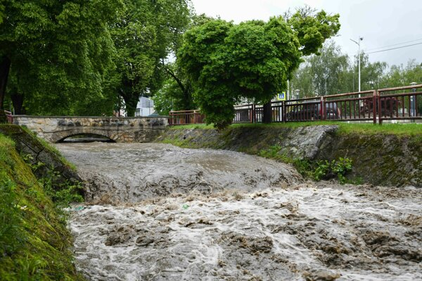 Zvýšená hladina Topoleckého potoka v Starej Turej