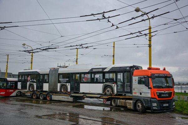 Požičaný elektrobus bude premávať na vybraných linkách.