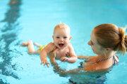 Plávanie deťom prospieva.