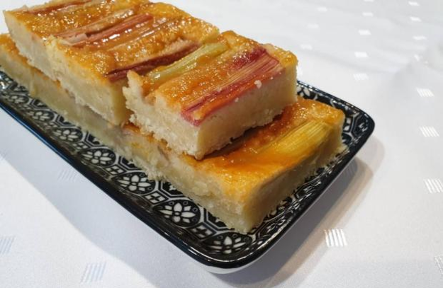 Rebarborovo-mandľový koláčik