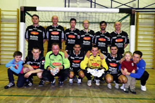 Veľmi dobre hrajúci Zedníček Team (na foto) jednoznačne rozdrvil Bukovinku.